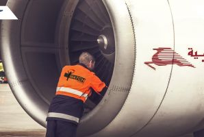 أنا يقظ تتابع صفقات صيانة محركات Tunisair