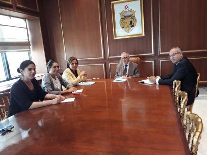أنا يقظ تجتمع مع بلدية تونس