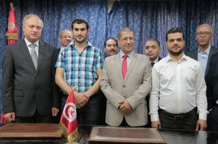 إمضاء اتفاقية بين منظمة أنا يقظ ووزارة التعليم العالي