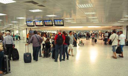 45 دقيقة في انتظار الحقائب بمطار تونس - قرطاج