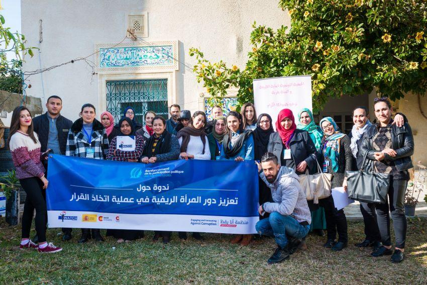 صورة جماعية للمشاركين على اثر اختتام أعمال المائدة المستديرة