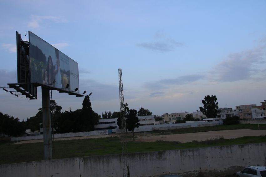 شركة قروي اند قروي تجبر تلاميذ اعدادية برج البكوش على الدراسة على وقع إشهاراتها مع التزود بالكهرباء من شبكة مؤسستهم بشكل مجاني