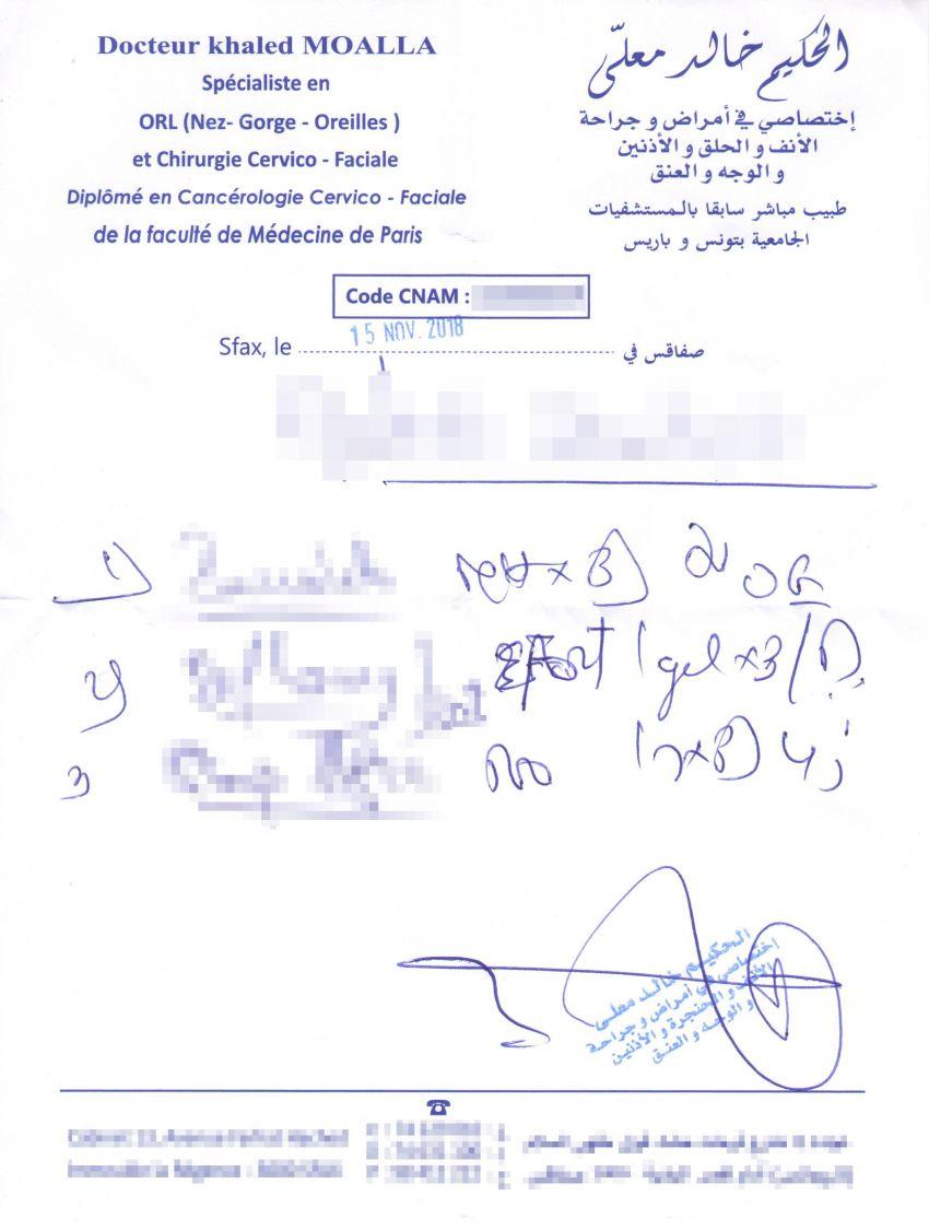 رئيس بلدية العين يسلم شهادة طبية الى احد المرضى بتاريخ 15 نوفمبر المنقضي